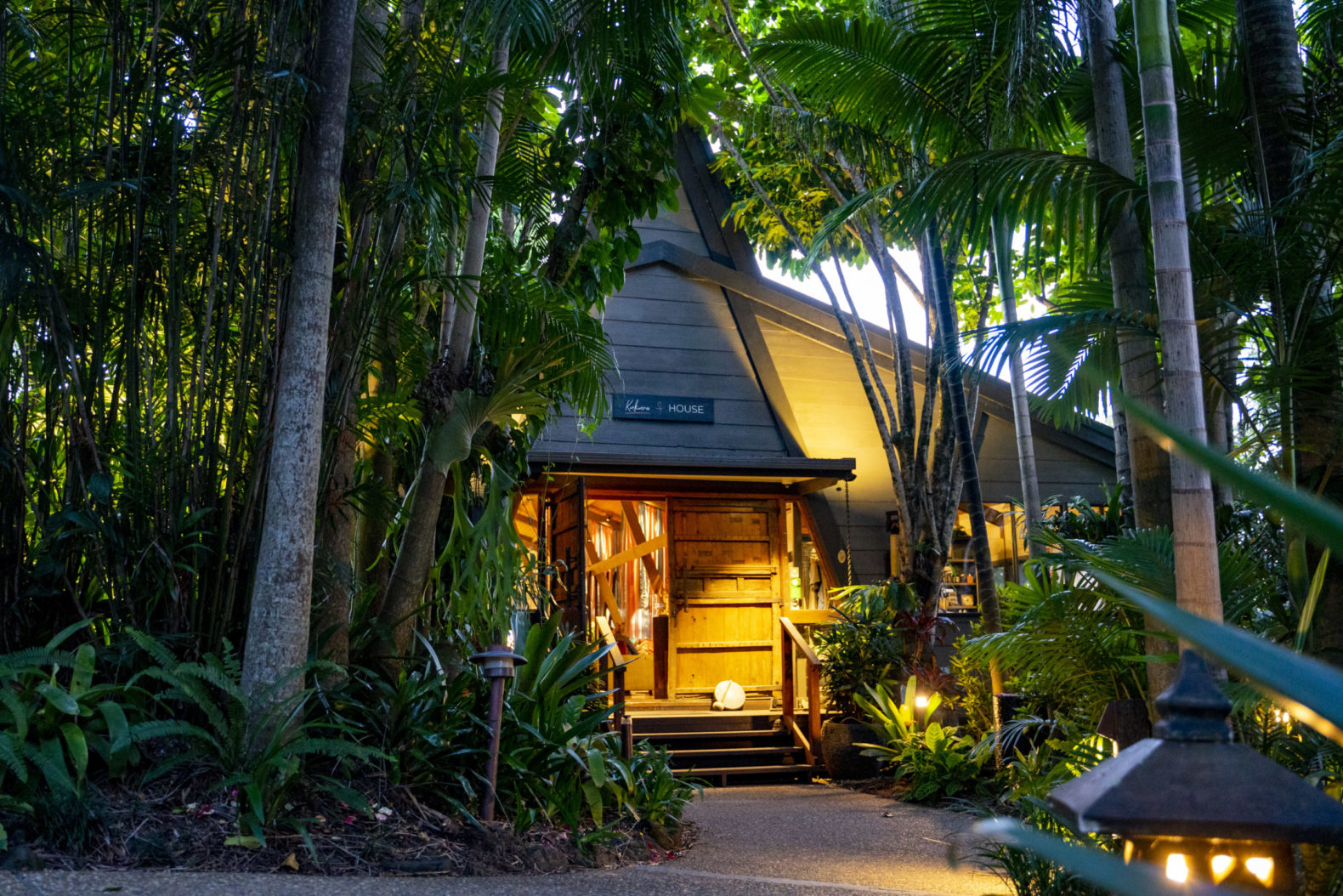 kukura-house-entrance-nature-gaia-retreat-spa-healing-hotel-australia