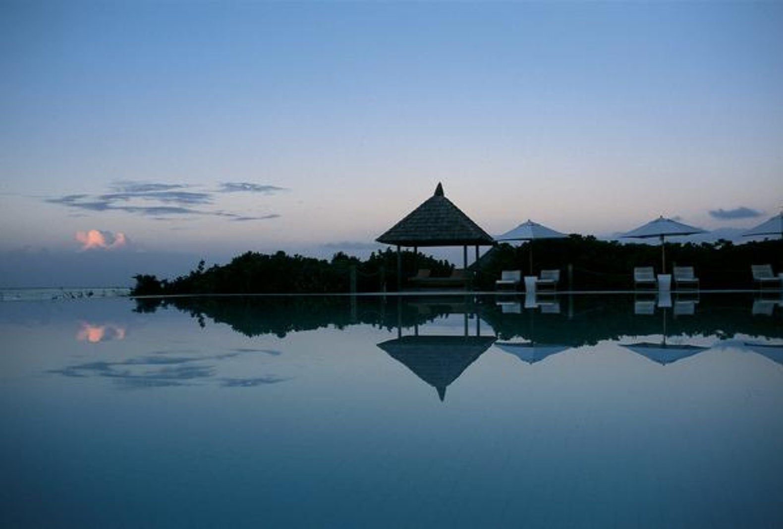 night-view-sunset-building-parrot-cay-by-como-hotel