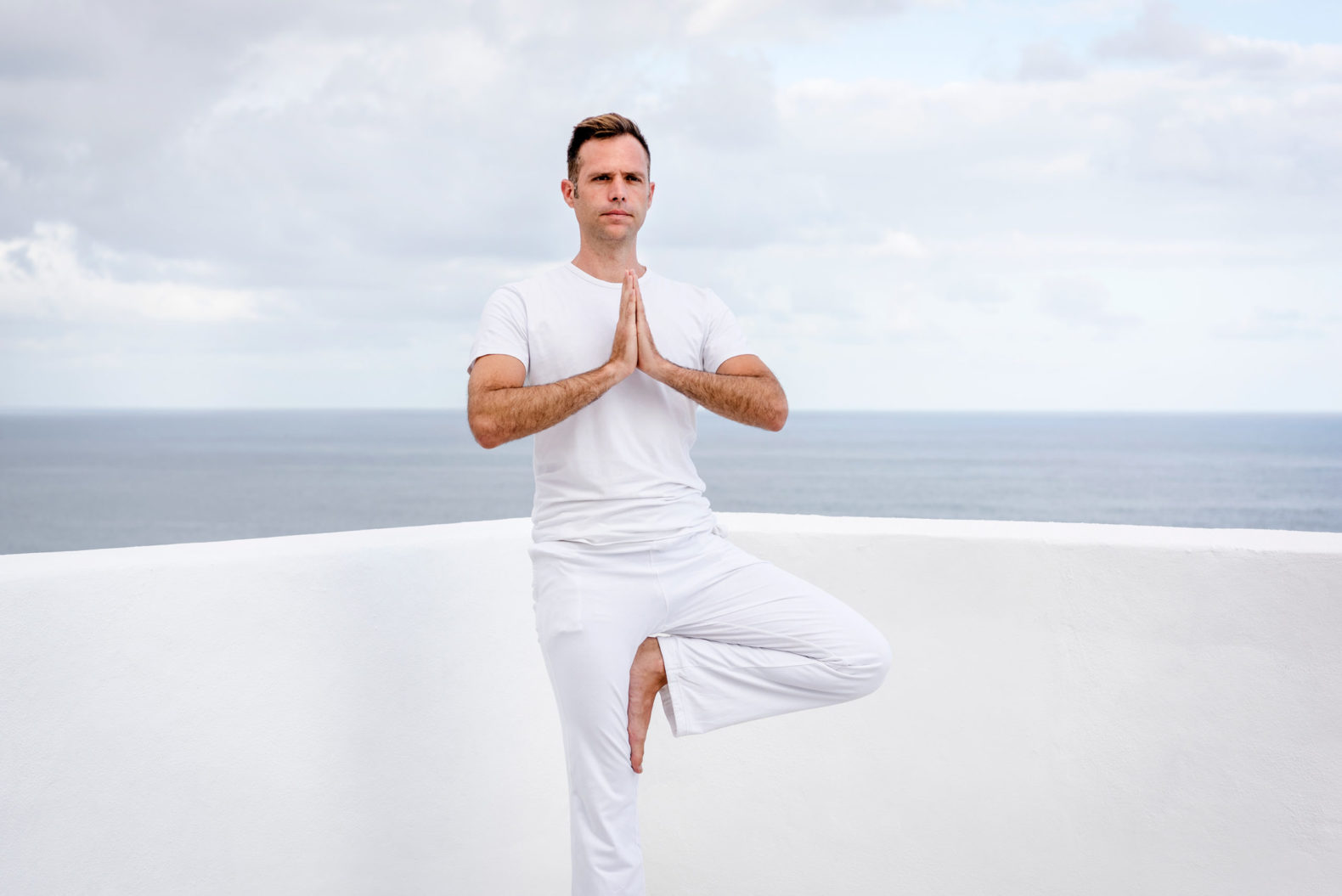 man-meditating-white-rooftop-sky-ocean-oceano-hotel-health-spa-tenerife-spain