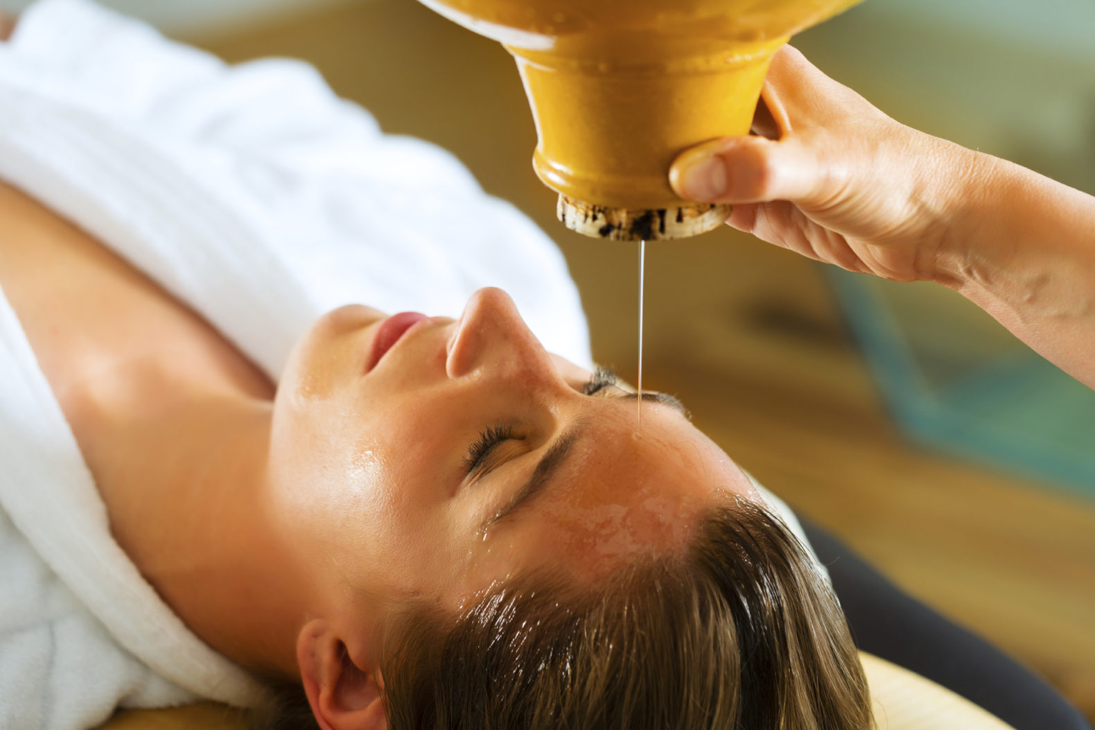 shirodhara-ayurveda-oil-cleansing-treatment-healing-sukhavati-hotel-retreat-bali-asia-1.jpg