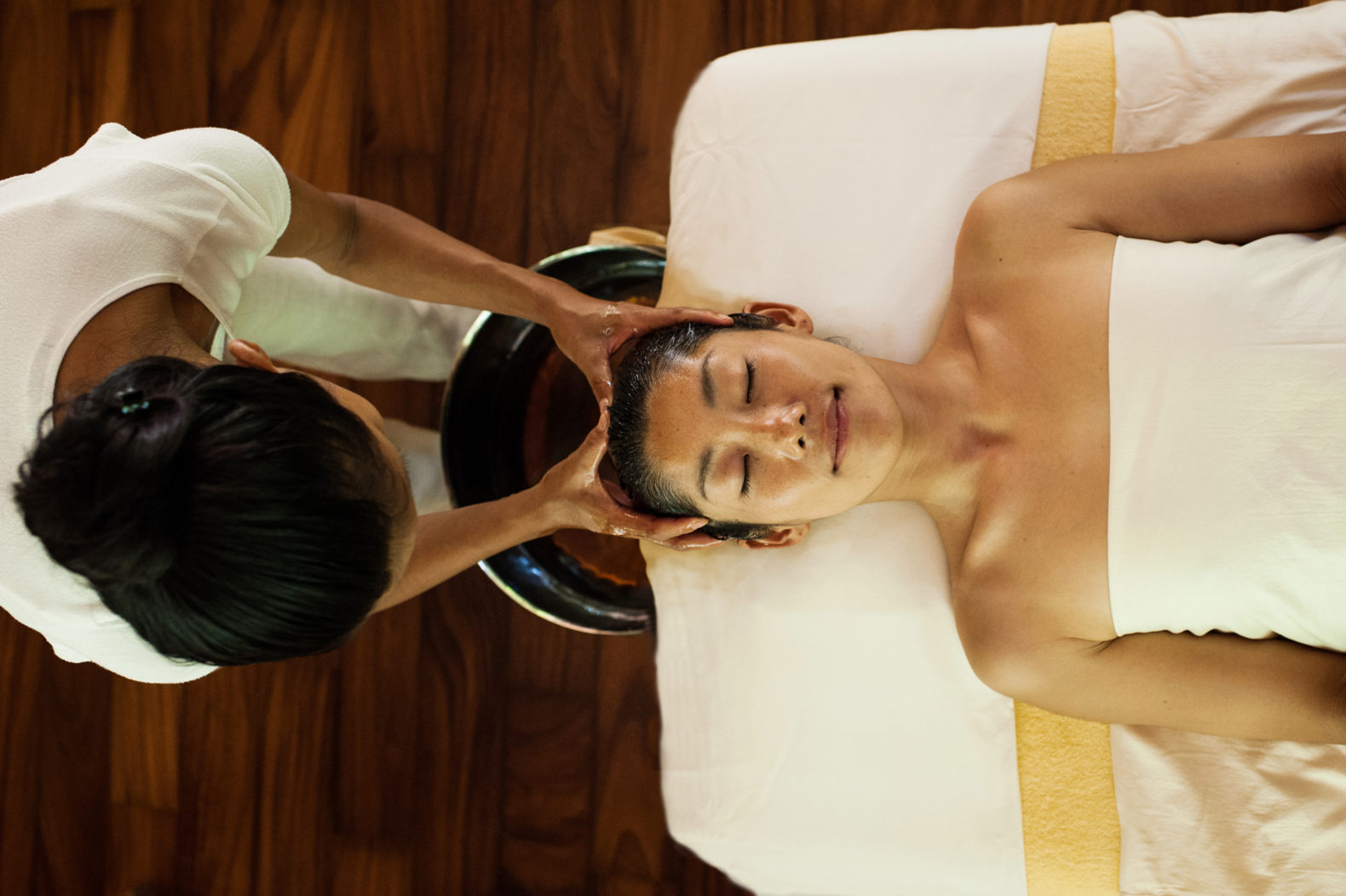 spa-treatment-facial-massage-oil-soneva-kiri-hotel-thailand-asia