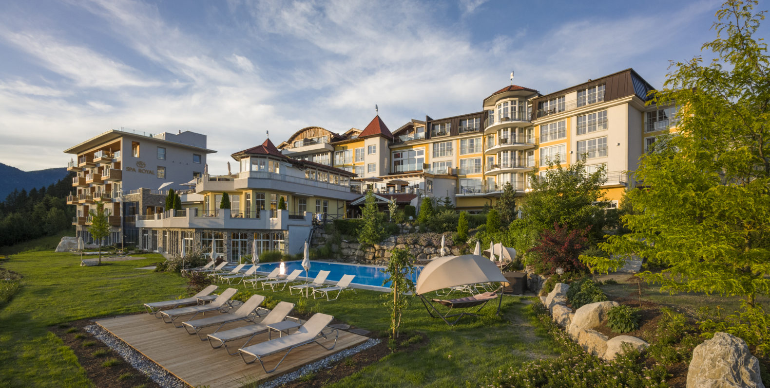 outside-exterior-building-garden-swimmingpool-sports-sunbeds-terrace-panorama-royal-hotel-austria