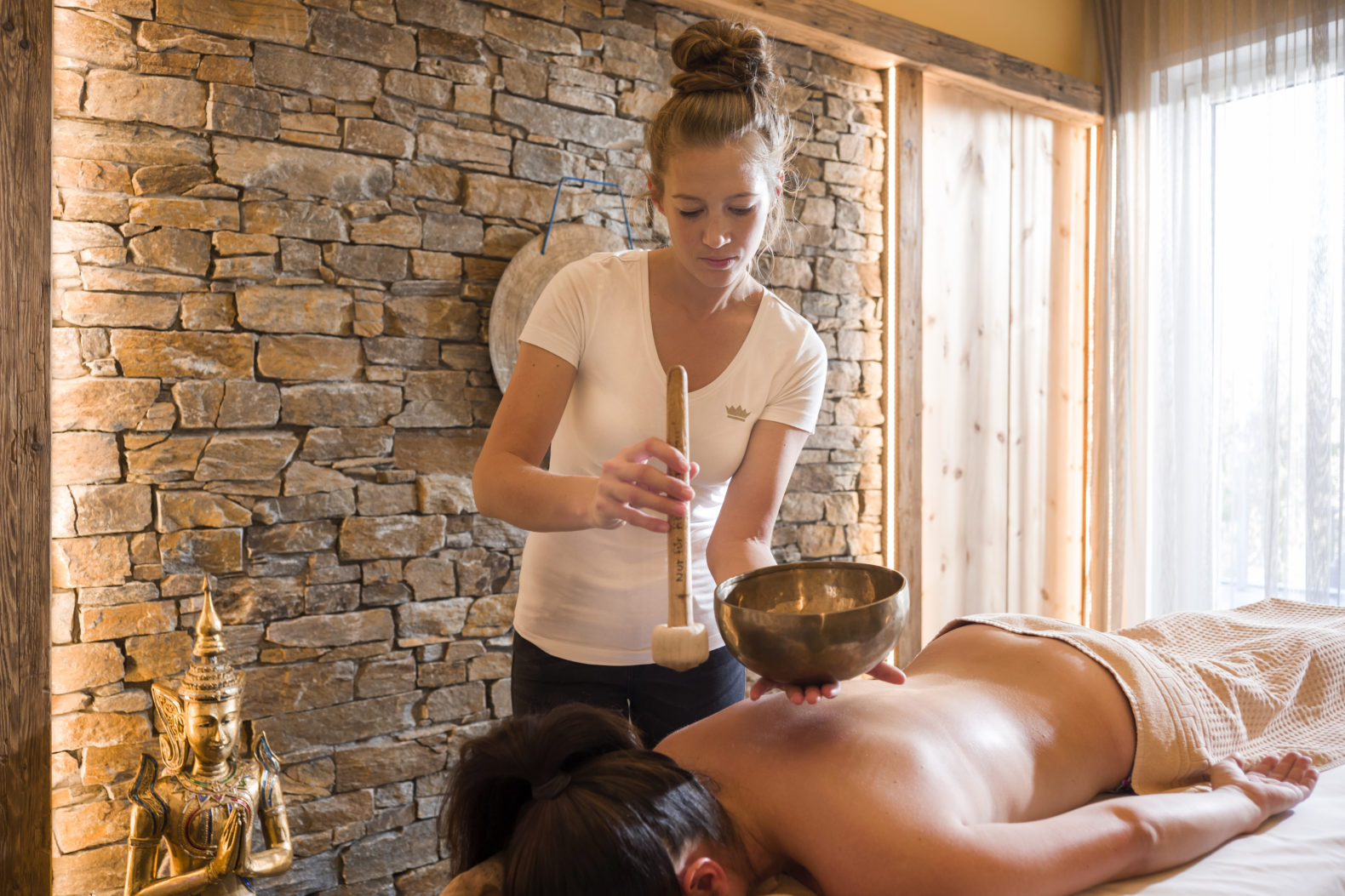 sound-healing-massage-spa-treatment-relax-energy-budda-panorama-royal-hotel-austria