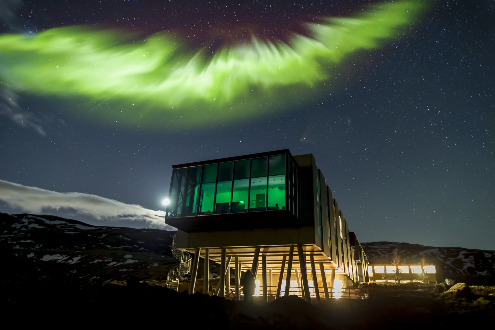 nordurljos-northernlights-window-view-cozy-atmosphere-ion-luxury-adventure-hotel-iceland