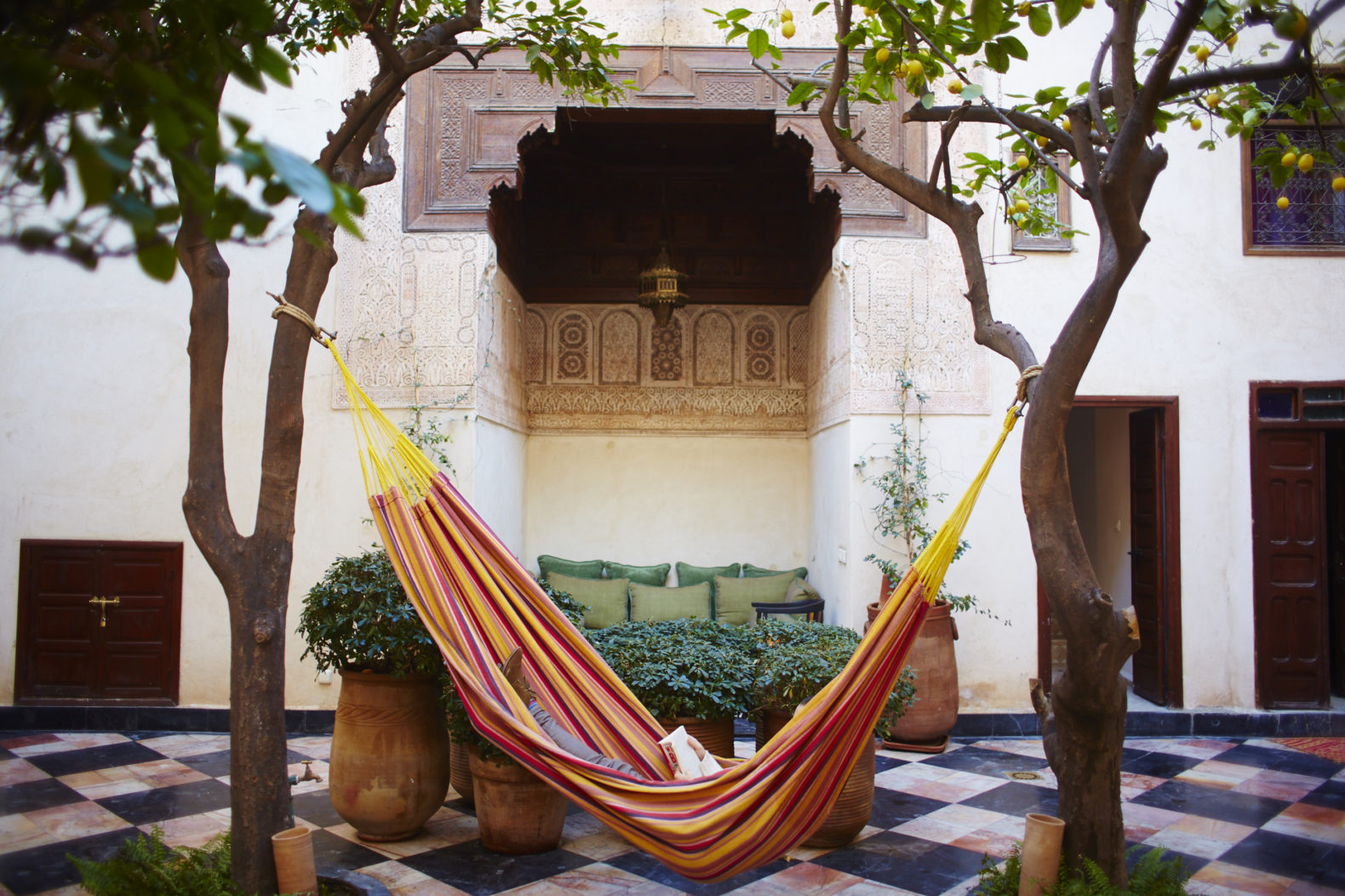 hammock-relax-reading-area-outside-trees-el-fenn-morocco-marrakesh