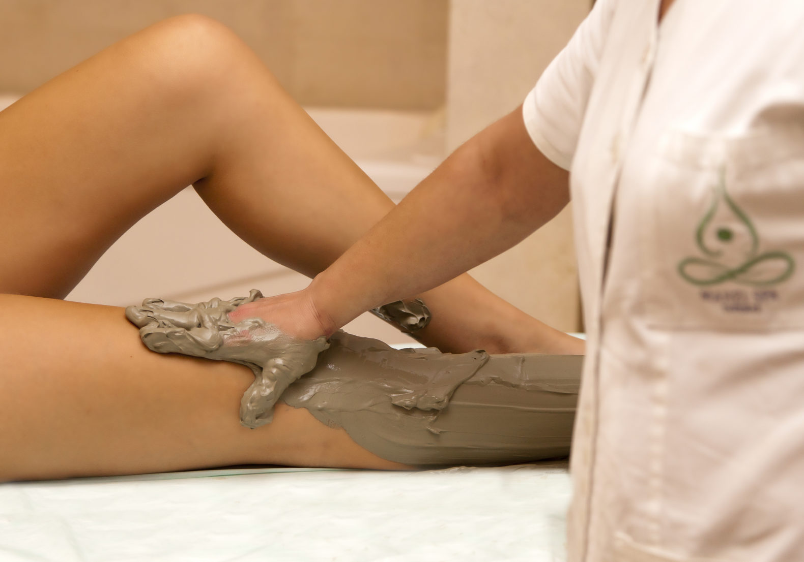 mud-massage-cleansing-terme-manzi-italy