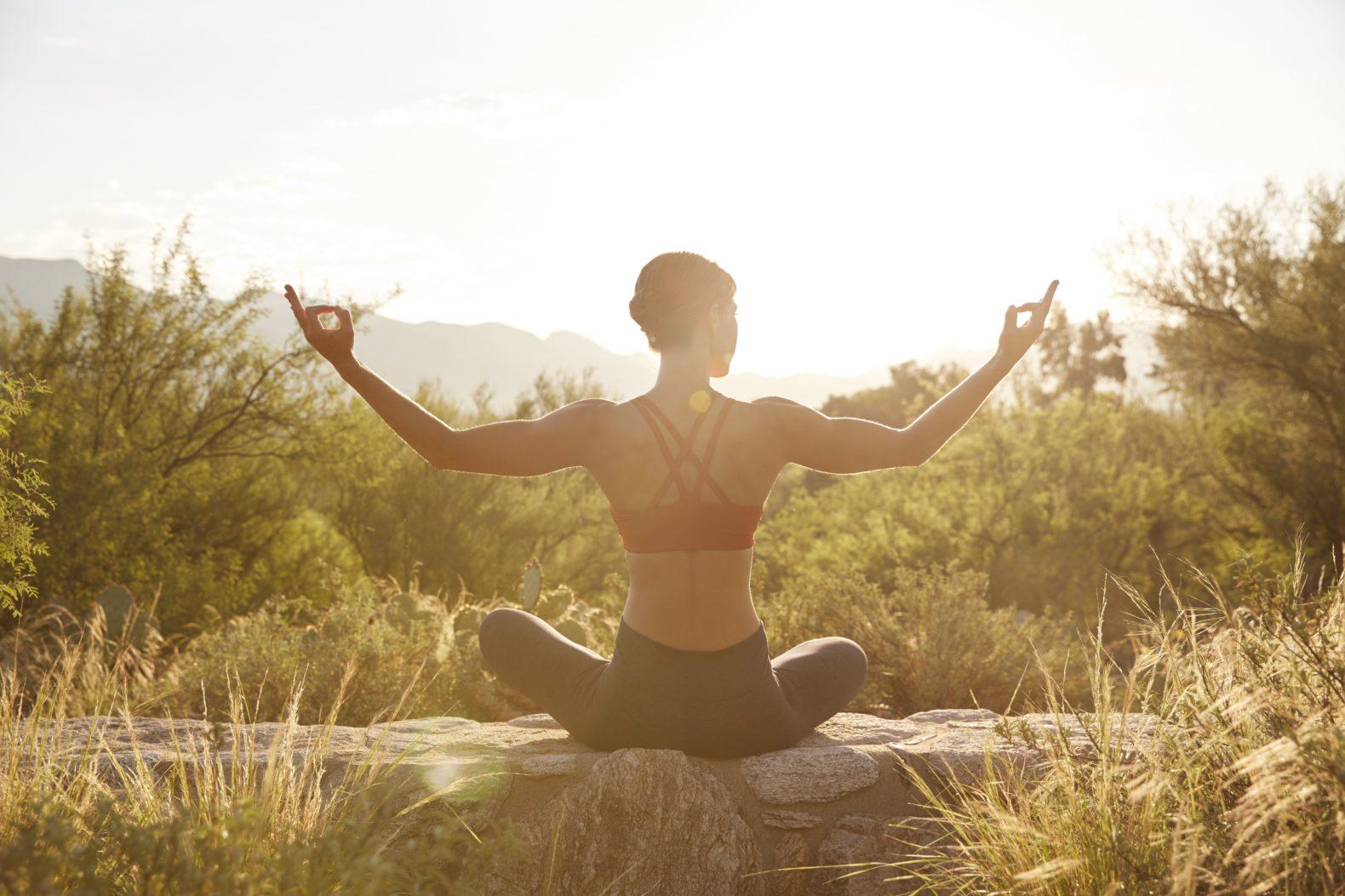 female-yoga-sunrise-canyon-ranch-wellness-resort-tucson-arizona-usa