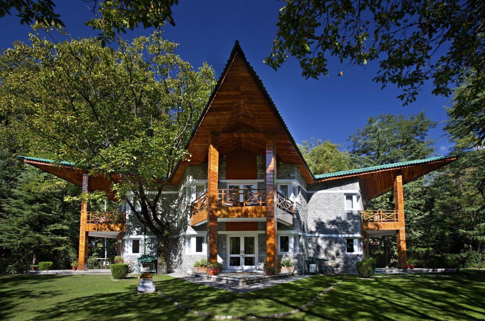 outside-exterior-garden-architecute-span-resort-spa-india