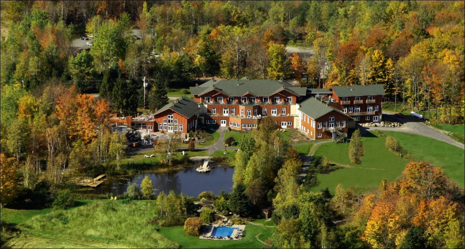 exterior-building-forest-lake-spa-eastman-hotel-canada