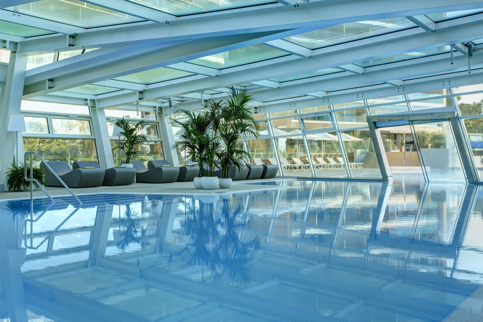 outdoor-heated-pool-swimmin-activities-almar-jesolo-hotel-italy