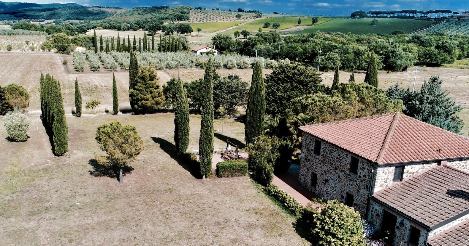 landscape-view-tuscany-fields-trees-historic-building-dojo-bianco-italy