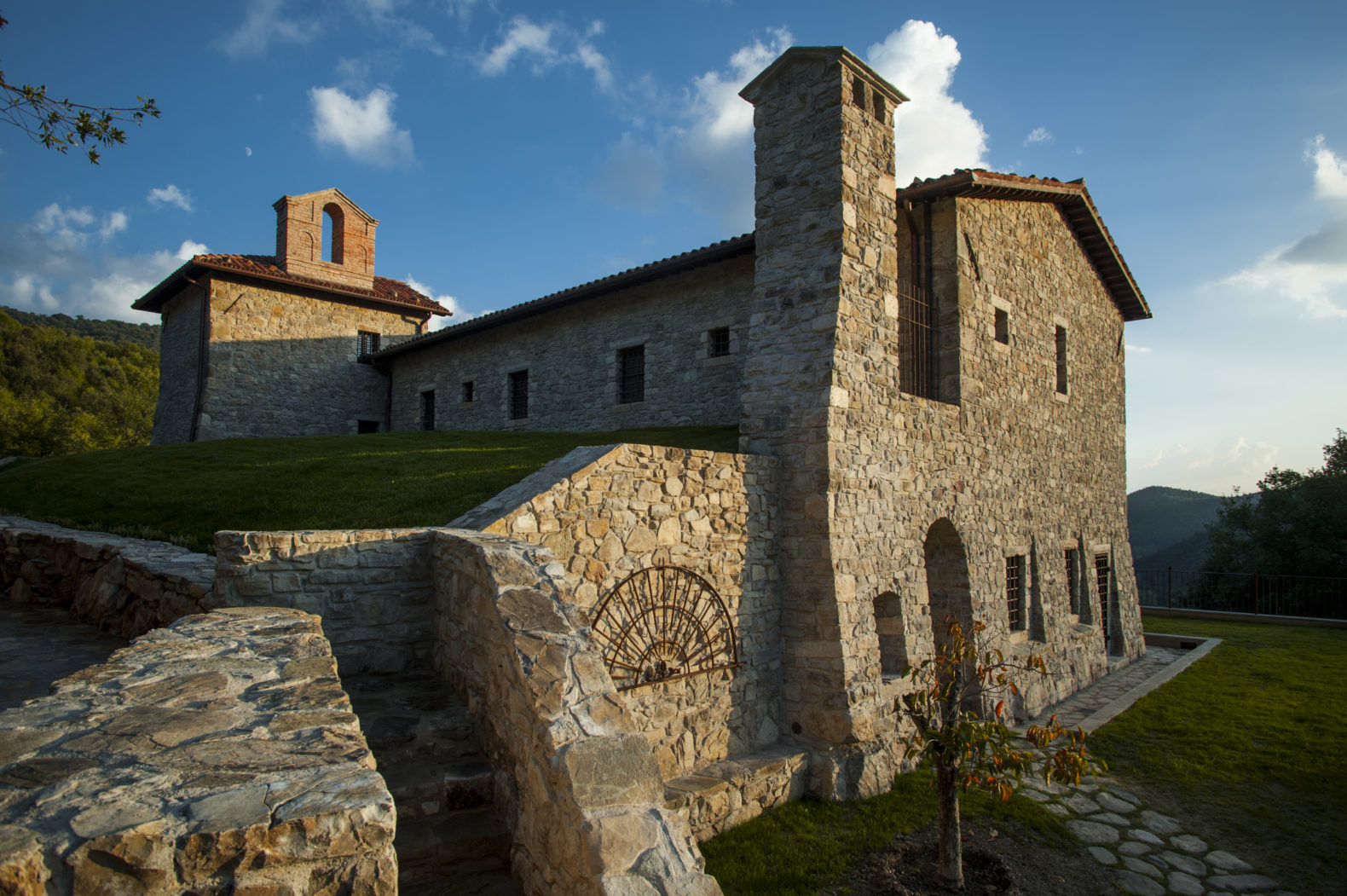 Historic-building-outside-walls-garden-hill-eremito-italy
