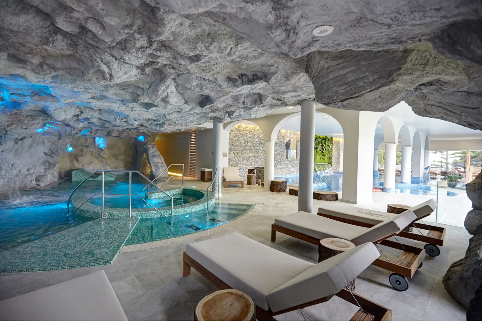 kurhaus_cademario_hotel_Spa_Saline-contrast bath_indoor_relaxing_area_saltstone_cleanair
