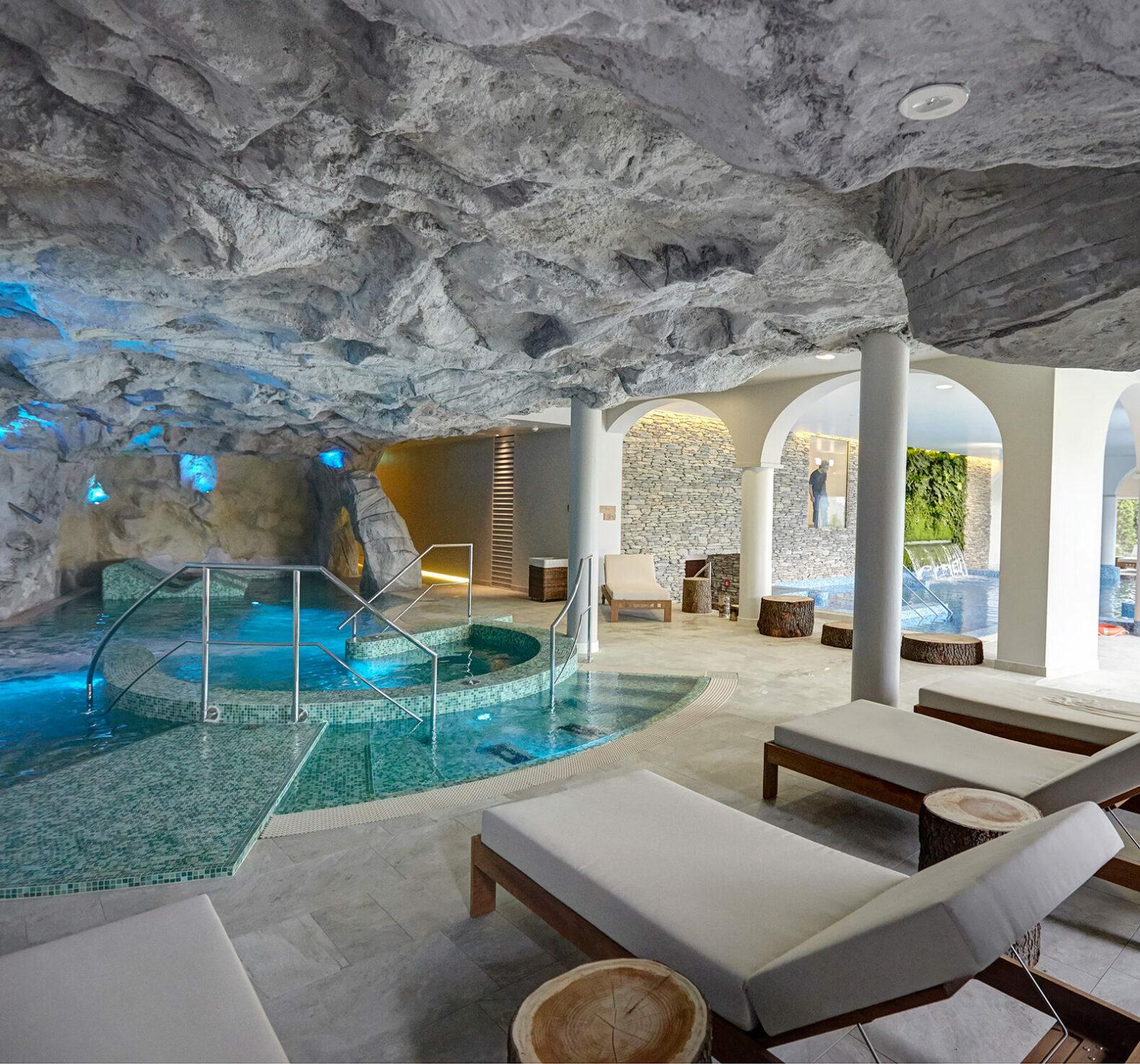 kurhaus_cademario_hotel_Spa_Saline-contrast bath_indoor_relaxing_area_saltstone_cleanair