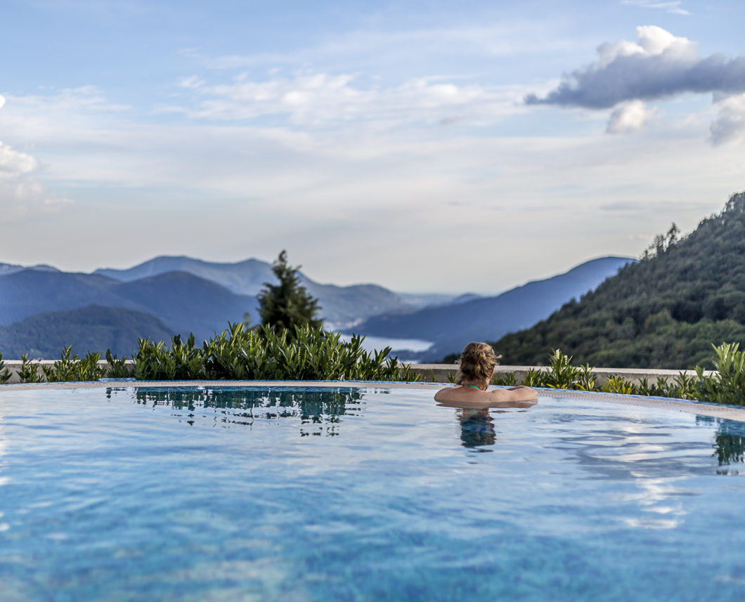 kurhaus_cademario_hotel_spa_pool_outdoor_mountainview