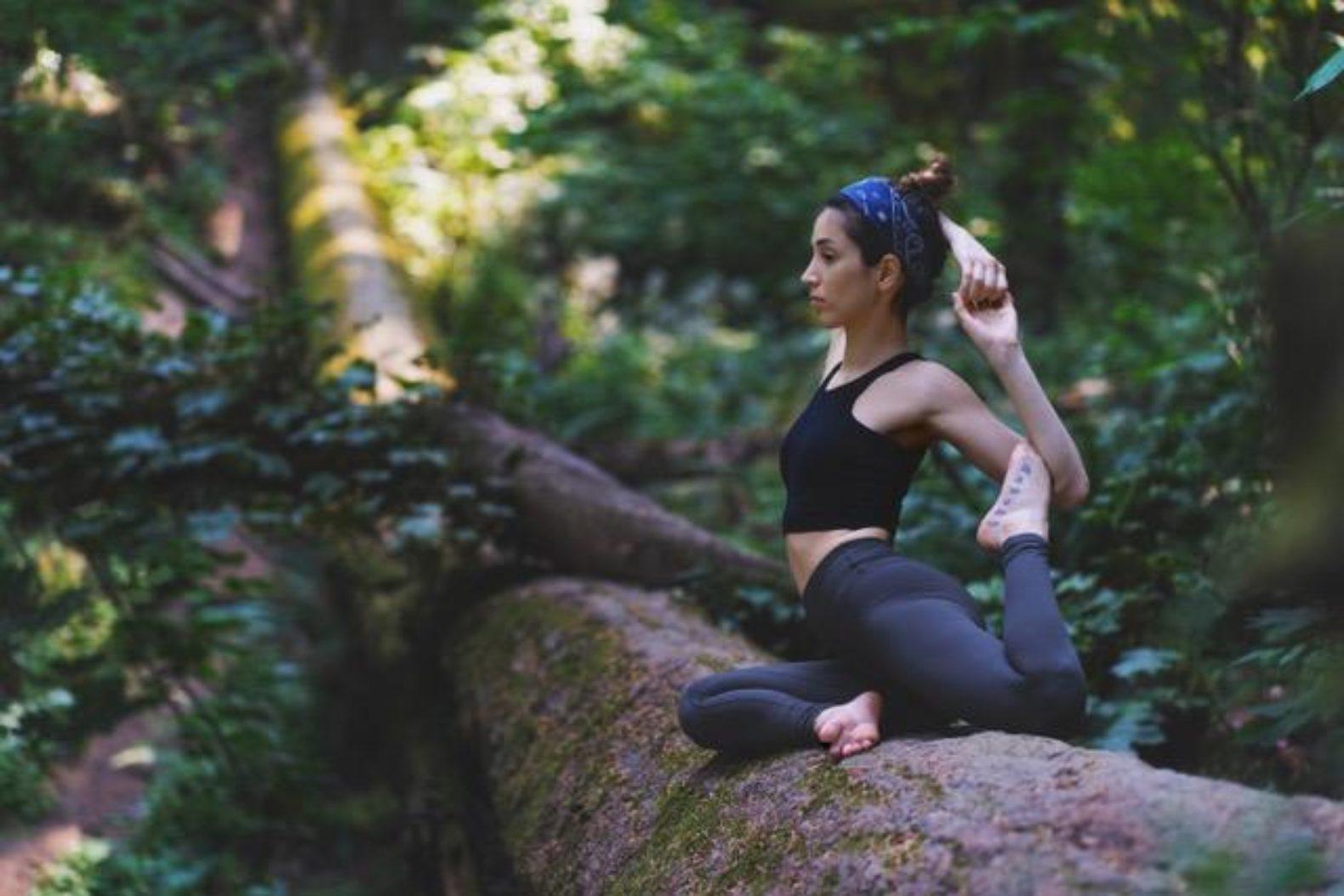 woman-yoga-wilderness-ayus-wellness-mulu-marriot-rainforest-borneo-malaysia