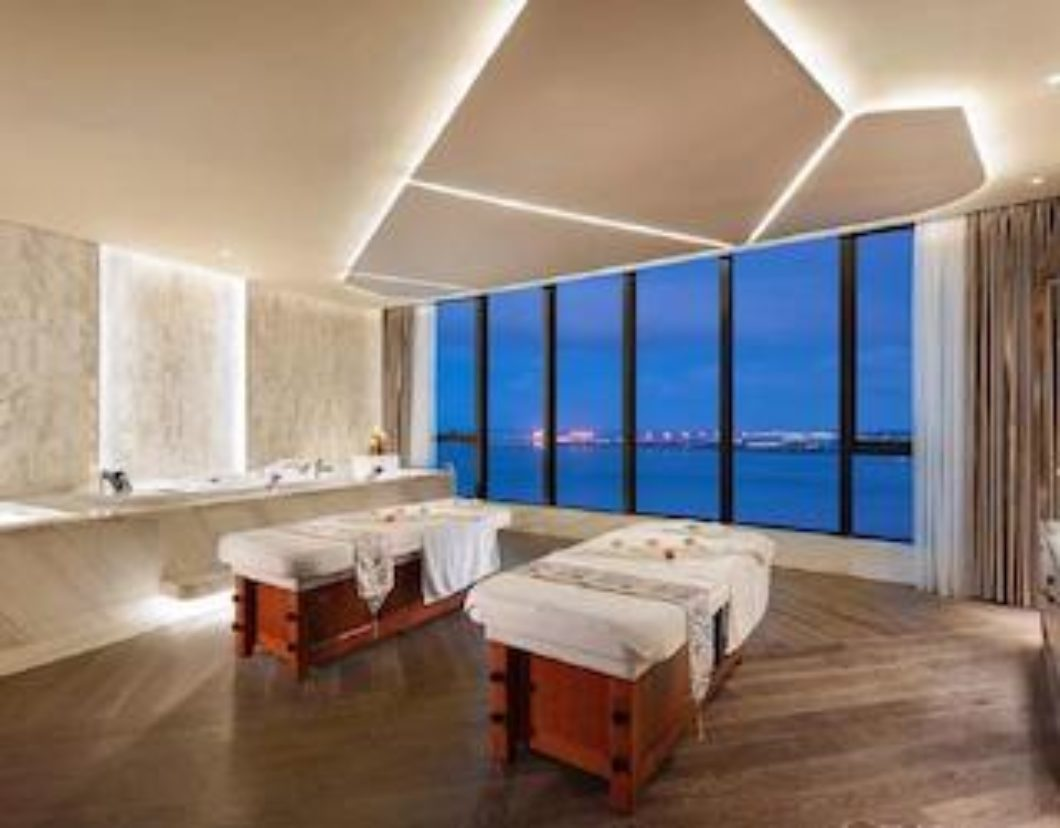 Grand Bay Zhuhai_spea treatment room city view