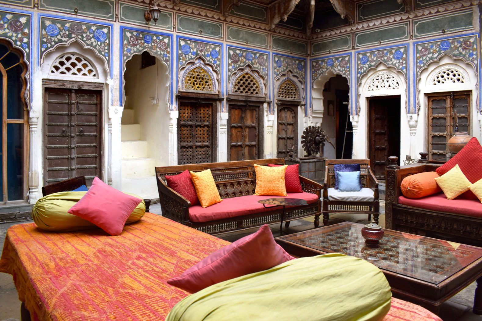 communal-room-couch-relax-area-india-vedaaranya haveli