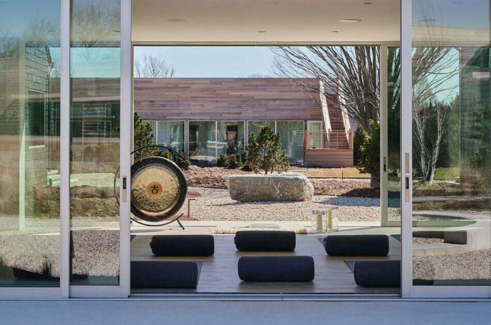 meditaiton-hall-nature-sound-healing-relax-experience-shou-sugi-ban-house-hamptons-new-york-usa